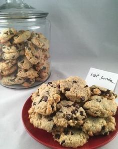 Keto Easy Chocolate Chip Cookies Mix all ingredients at 350 for 12 min 1 ¼ cups almond flour 1/3 granulated Swerve or sweetener of choice ½ teaspoon baking powder 4 tablespoons coconut oil, melted (butter can be used if not paleo) 1 egg 2 teaspoons vanilla extract 1/3 cup low carb chocolate chips