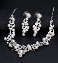 Esküvői ékszer Wedding Jewelry Sets, Bridal Jewelry, Wedding Engagement, Pearl Necklace, Pearls, Gifts, Color, Products, Wine
