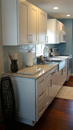 """""""Kitchen Cabinet Kings was very helpful by answering any questions that I had."""" - Nick Broadbent  (Ice White Shaker Kitchen Cabinets)"""