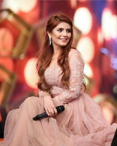 #SairaShakira Designed by Princess - Like Dress for Momina Mustehsan  Momina You're Awesome ✨ #MominaMustehsan #5thHumAwards17 #MostPopularSinger #PakistaniCelebs
