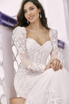 Stunning Wedding Dresses, Luxury Wedding Dress, Classic Wedding Dress, Designer Wedding Dresses, Wedding Gowns, Dream Wedding, Lace Wedding, Ronald Joyce Wedding Dresses, Fit And Flare Wedding Dress