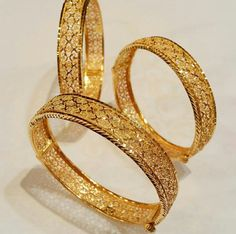Antique Jewellery Designs, Gold Ring Designs, Gold Bangles Design, Gold Jewellery Design, Real Gold Jewelry, Gold Jewelry Simple, Plain Gold Bangles, Jelsa, Gold Rush