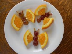 Orange slice butterflies snack idea to go with Apologia Flying Creatures. #homeschool fun!: