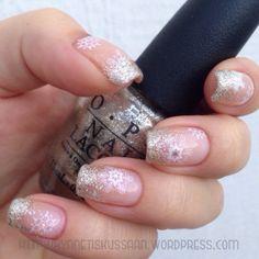 Snowflake gold glitter gradient mani
