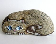 Medium Hand Painted River Rock Cat, Petrified Cat Mais