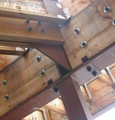 detail metaal constructie - Glulam - a good deal of steel Wood Architecture, Architecture Details, Halle, Steel Frame House, Steel House, Interior Design Career, Timber Buildings, Timber Structure, Wood Joints
