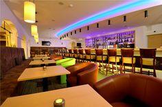 ein Gläschen an der Hotelbar ... Spa, Conference Room, Table, Furniture, Home Decor, Patio, Recovery, Decoration Home, Room Decor