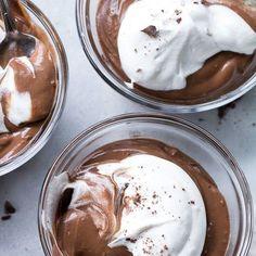 Easy Paleo & Vegan Chocolate Pudding {Dairy-Free} via Paleo Running Mama Paleo Dessert, Vegan Desserts, Dessert Recipes, Healthy Sweets, Healthy Snacks, Healty Meals, Healthy Baking, Vegan Chocolate Pudding, Paleo Chocolate
