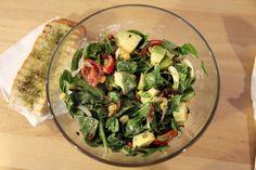 Salata Berlin sau gustul nemțesc în varianta celor de la The Sandwich Factory Sprouts, Berlin, Vegetables, Food, Salads, Veggies, Essen, Vegetable Recipes, Brussels Sprouts