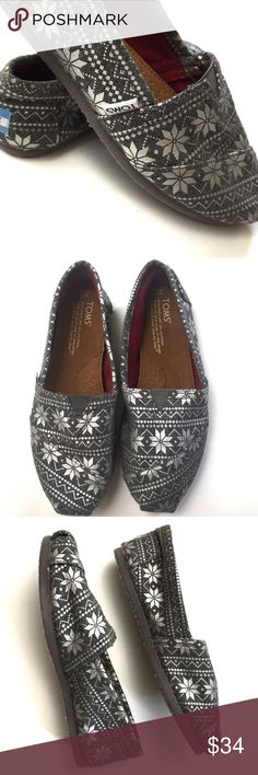 TOMS Classic Gray Snowflake Shoes Size 7 Who says it has to be winter to enjoy a few snowflakes? Worn once. These shoes are classic and a must-have for any wardrobe. Take these home! TOMS Shoes