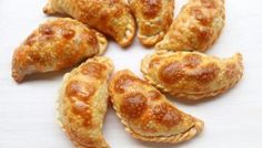 Easy recipe for sweet empanada dough - includes step by step photos. This sweet pastry dough for dessert empanadas can be made using a food processor. Tuna Fish Recipes, Mexican Food Recipes, Snack Recipes, Cooking Recipes, Pastry Recipes, Bread Recipes, Vegetarian Recipes, Beef Empanadas, Empanadas Recipe