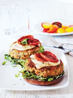 Vegan Vegetarian, Vegetarian Recipes, Champignon Portobello, Couscous, Salmon Burgers, Avocado Toast, Bbq, Veggies, Coleslaw