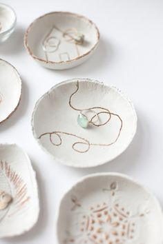 DIY Clay Bowls by Claire Zinnecker photos by Kate Stafford for Camille Styles Diy Clay, Clay Crafts, Diy Gifts, Handmade Gifts, Clay Bowl, Jewelry Dish, Jewellery, Air Dry Clay, Clay Projects