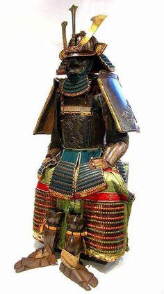 徳川光圀所用「鉄獅子打出五枚胴具足」