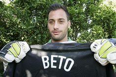 O guardião assinou esta temporada pelo Sporting e poderá estrear-se esta noite com a camisola do clube de Alvalade na Taça de Portugal. Beto Pimparel, guar