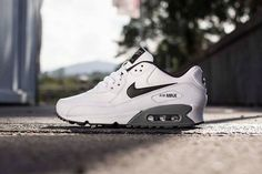 Nike Air Max 90 Essential - White / Black - Cool Grey