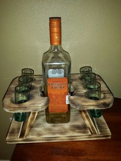 Wooden Pallet Projects, Wooden Pallets, Wooden Wine Holder, Wood Creations, Wine Rack, Whiskey Bottle, Alcohol, Woodworking, Crafts