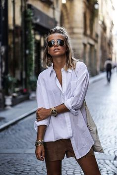 Oversized white shirt for minimalist outfits # fashion . Oversized white shirt for minimalist outfits # fashion Oversized Shirt Outfit, Oversized White Shirt, White Shirt Outfits, Oversized Jacket, Sweater Outfits, Mode Outfits, Casual Outfits, Fashion Outfits, Style Outfits