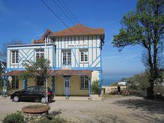 Op nog geen 400 kilometer rijden vanaf de Nederlandse grens, valk bij het havenstadje Dieppe, in het heuvelrijke Normandie, ligt Auberge du Vieux Puits. De auberge uit 1850 biedt een schitte...