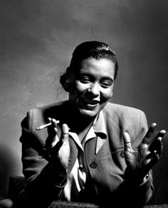 Portrait of jazz singer Billie Holiday, United States, photograph by Herman Leonard. Billie Holiday Quotes, Billy Holiday, Lady Sings The Blues, Divas, Photo Star, Gene Kelly, Jazz Musicians, Jazz Blues, Blues Music
