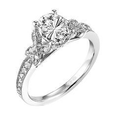 A beautiful engagement ring - adore it <3
