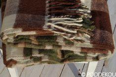 Károvaná deka zelená, hnedá a biela. Deka vo vidieckom štýle károvaná hnedo-zelená. Wool Blanket, Blankets, Animals, Animales, Animaux, Blanket, Carpet, Animal, Quilt