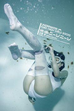 水中×ニーハイ×女の子、写真集『水中ニーソプラス』に登場するソックス発売 写真3