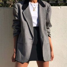 Vintage Sag Harbor Wool Blend Black and White Houndstooth Blazer Jacket with Velvet Collar and Shoulder Pads, great vintage condition. First photo shows how you can style this blazer, not actual blazer. Blazer Outfits, Skirt Outfits, Classy Outfits, Cute Outfits, Casual Outfits, Mode Kawaii, Fall Outfits For Work, Professional Outfits, Looks Cool