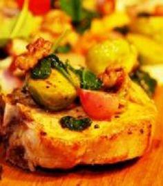 Grillowany schab z kostką ze smażonymi warzywami z dodatkiem orzechów i puree ziemniaczanego