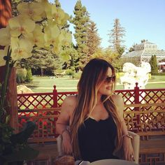 Despite trouble between her and Lamar Odom, Khloé is still wearing the wedding ring in her latest Instagram photo.