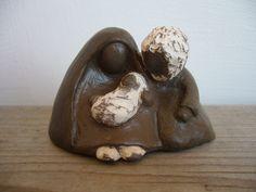 Nativité, toute petite crèche de Noël stylisée en terre brune : Sculptures, gravures, statues par toucher-terre