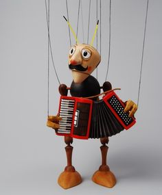 Accordian playing Marionette - Your instructor?