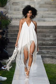 Fashion Week Paris Spring/Summer 2019 look 1 from the Jacquemus collection womenswear Party Fashion, Fashion Week, New Fashion, Boho Fashion, Fashion Show, Fashion Looks, Fashion Outfits, Fashion Design, Jacquemus