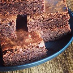 fryses. Chocolate Fudge Cake, Lemon Bars, My Glass, Pavlova, Mousse, Pudding, Baking, Desserts, Food