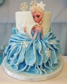 Ideas For Birthday Cake Princess Disney Cinderella Dresses Elsa Birthday Cake, Frozen Themed Birthday Cake, Frozen Birthday Theme, Themed Cakes, Frozen Doll Cake, Bolo Frozen, Bolo Elsa, Pastel Frozen, Rodjendanske Torte