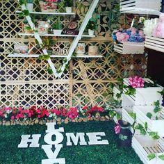 Decora tus espacios  favoritos con #DecoOutlet #Vintage #love #home #Deco #Flores #Retro #Estilo #amor PBX3222023 Outlet, Ladder Decor, Thats Not My, Photo And Video, Love, Instagram, Home Decor, Amor, Retro Flowers