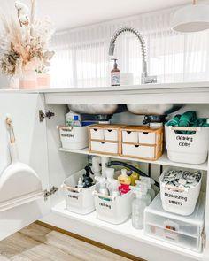 Under Sink Cupboard, Under Kitchen Sink Organization, Kitchen Organization Pantry, Home Organization Hacks, Bathroom Organisation, Organising Hacks, Bathroom Ideas, Kitchen Sink Decor, Organisation Ideas