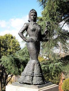 estatua dedicada a la violetera en madrid