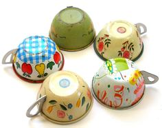 Vintage tin toy tea cups. Too sweet.I had these tin tea cups when I was a little girl.