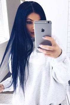Kylie Jenner navy blue hair  Not that I'm a fan of Kylie or anything, I am a fan of her style and this is so pretty