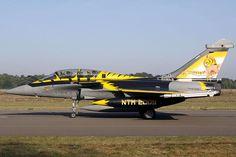 """Dassault """"Rafale B"""" en livrée """"Tigre"""" du NTM 2009."""