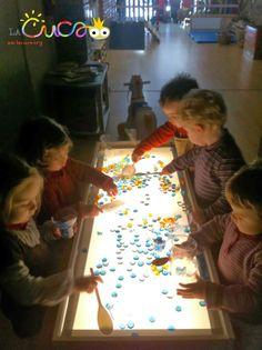 La cuca, espai de criança: Taula de llum