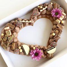 מזל טוב אמיתי מגיע בלב גדול עם שוקולדים ❤️ #gargeran #chefstalk #cake #biscuit #chocolate #oreo #ferrerorocher #nutella #kinder