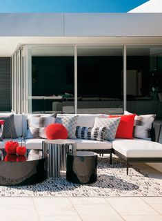 Palazzo brings ordered luxury and purity of line to your outdoor tableau. Carefully chosen pieces create a clean, elegant shape and modern aesthetic. Weather-resistant materials include powdercoated aluminum wrapped in the industry's best handwoven resin wicker. Streamlined shelter arms and thick, all-weather cushions wrapped in 100% solution-dyed fabric.