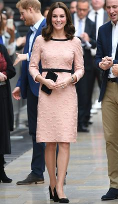 Kate Middleton style: The Duchess of Cambridge wears pink Orla Kiely dress for 'Paddington visit Kate Middleton Outfits, Cabelo Kate Middleton, Style Kate Middleton, The Duchess, Duchess Of Cambridge, Duchesse Kate, Princesse Kate Middleton, Look Rose, Pantyhosed Legs