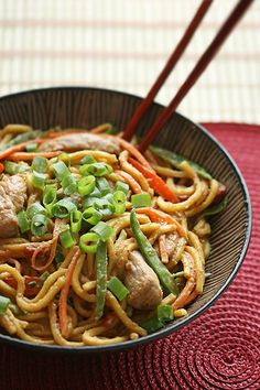 Spicy Peanut Noodles with Pork. Spicy Peanut Noodles: A great alternative to takeout on those nights that you just can't be bothered to cook - spicy tasty and substantial Think Food, I Love Food, A Food, Good Food, Yummy Food, Spicy Peanut Noodles, Asian Recipes, Healthy Recipes, Healthy Foods