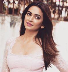 Bollywood Girls, Indian Bollywood, Bollywood Actress, Hot Actresses, Beautiful Actresses, Indian Actresses, Kirti Kharbanda, Katrina Kaif Photo, Photography Poses For Men