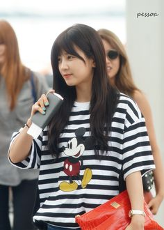I love Apink Chorong. i love Mickey Mouse = Perfect :) Kpop Fashion, Pink Fashion, Korean Fashion, Fashion Outfits, Airport Fashion, Casual College Outfits, Apink Naeun, Krystal Jung, Asian Celebrities