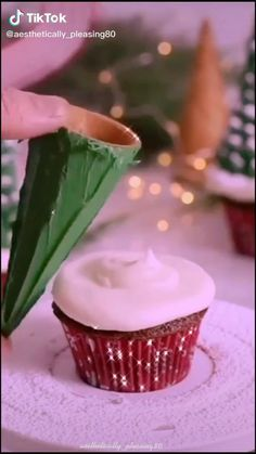 Christmas Party Snacks, Christmas Appetizers, Christmas Desserts, Fun Desserts, Dessert Recipes, Fun Baking Recipes, Sweet Recipes, Cupcakes, Christmas Cooking