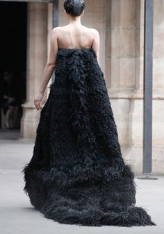alexander-mcqueen-rtw-fw2011 - this would be great with a really dramatic long black beaked mask for a Halloween ball.